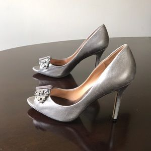 Badgley Mischka Gray with crystal Bow 8M Pumps